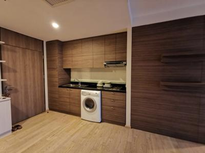For SaleCondoSukhumvit, Asoke, Thonglor : For Sale, Noble Remix, next to BTS Thong Lo, Studio 42.88 sq.m. The cheapest new room in the building, only 6.1 million, including all transfer fees.