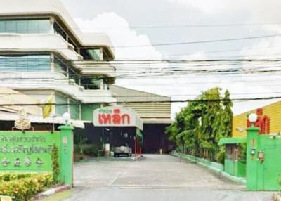 For SaleLandSeri Thai, Ramkhamhaeng Nida : Land for sale on Ramkhamhaeng Road, Khlong Ban Ma Station, 3-0-36 Rai with buildings Next to The Paseo Ramkhamhaeng