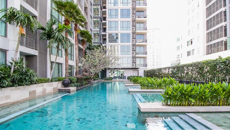 ขายคอนโดสุขุมวิท อโศก ทองหล่อ : Exclusive offer 1B size 55 sq m (only 19x,xxx/sq. m.) High floor, City view, Fully furnished, Feel like home, Sell 10.5 MB only