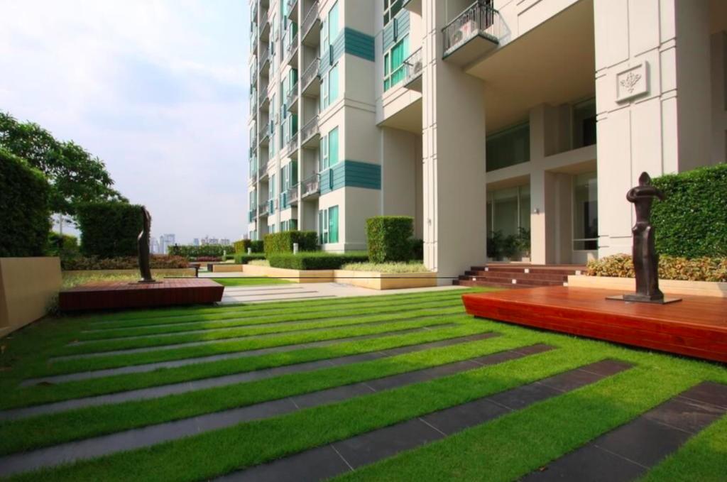 ขายคอนโดสุขุมวิท อโศก ทองหล่อ : Hot deal 1B High floor size 36 (only 13x,xxx/sq. m.) City view, Fully furnished, Very good conditioned, Sell 4.95 MB only (Near The Common)