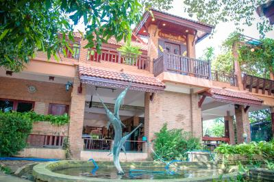 For SaleHouseCentral Provinces : Thai style house for sale, built from teak wood on an area of 1 rai 29 sq.wa, complete with furniture made to order from real teak wood. Little river The water never flooded, the price was only 18 million.