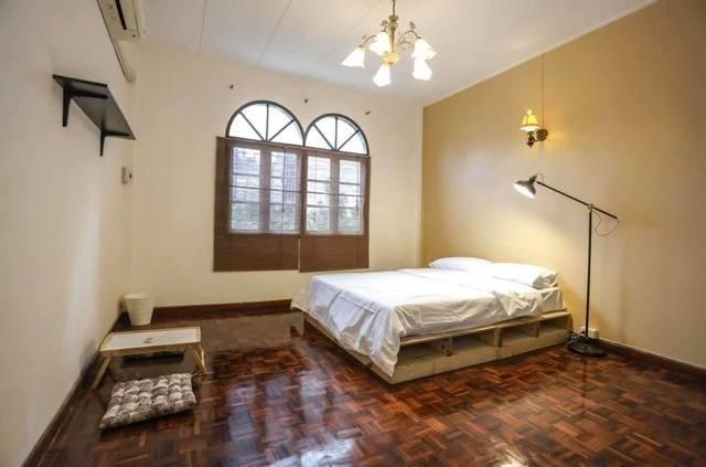 For RentTownhouseWitthayu,Ploenchit  ,Langsuan : Townhome 4 for rent Floor near BTS Ploenchit, suitable for registered office or hostel