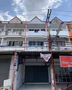 For RentShophouseChachoengsao : Rent 3 storey commercial building, Thasabat, Chachoengsao