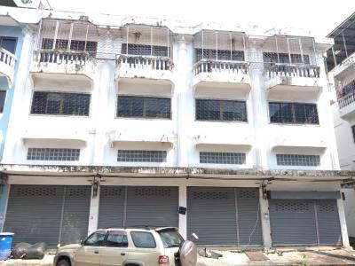 ขายตึกแถว อาคารพาณิชย์พระราม 2 บางขุนเทียน : ขายอาคารพาณิชย์  3.5 ชั้น  4 คูหา (แบ่งขายได้)  ท่าข้าม ซ.28/1  ใกล้ Big C  เซ็นทรัล พระราม2