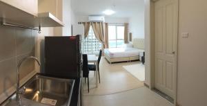 เช่าคอนโดพระราม 9 เพชรบุรีตัดใหม่ : ให้เช่าคอนโด Supalai Veranda Rama 9 ใกล้ทางด่วน 30 ตรม. ชั้นสูง แต่งครบ 11,500 บาท/เดือน