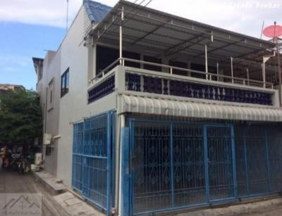 For RentTownhouseRatchadapisek, Huaikwang, Suttisan : Townhouse for rent and sale, 2 floors, behind the corner of 24 sq m., Pracharat Bamphen area, near MRT Huai Khwang.