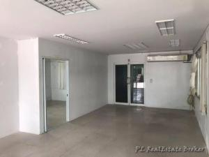 For SaleOfficeKaset Nawamin,Ladplakao : For rent / sale office, 5 floors, area 600 sqm. With lift, Soi Nuanchan 27 Near the express