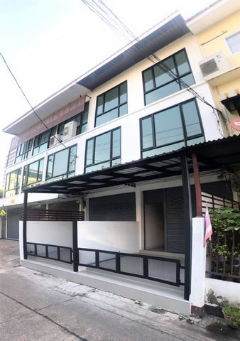 For RentShophouseThaphra, Wutthakat : RP078 3-storey building for rent, Petchkasem 38, near BTS Bang Wa.