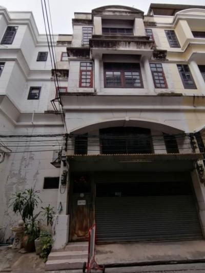 For RentShophouseSukhumvit, Asoke, Thonglor : Rent a commercial building, Sukhumvit 39, BTS Phrom Phong, suitable for restaurants, offices or residences.