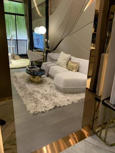 Sale DownCondoRatchathewi,Phayathai : Next to MRT Ratchathewi, 0 meters, 2 bedrooms, south, no front room. No garbage and the elevator, calm, high view, sales down payment 500,000+ (reservation money + contract + some down payment) 34.9 sq.m. 1 bed plus (get 2 bedrooms + 1 bathroom), 25th flo