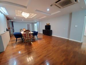 For RentCondoSukhumvit, Asoke, Thonglor : M1854-For Rent Condo President Park Sukhumvit 24 232Sqm. F.15 3Bedroom 4Bathroom Building Cedar Washing Machine @70,000