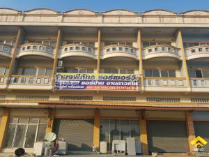 For SaleShophouseNakhon Pathom, Phutthamonthon, Salaya : Urgent sale, 2 commercial buildings, Bang Len Road, Lat Lum Kaeo, Nakhon Pathom Province