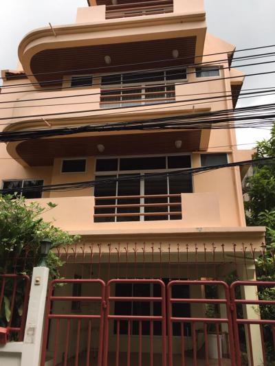 เช่าบ้านสุขุมวิท อโศก ทองหล่อ : RH239 ให้เช่าบ้าน 4 ชั้น สุขุมวิท 31 แยก 2 ย่านพร้อมพงษ์