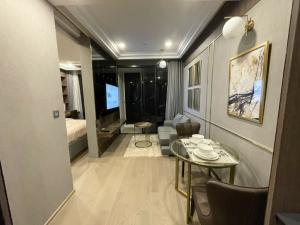 ขายคอนโดสยาม จุฬา สามย่าน : ขายด่วน Hight floor . Ashton chula-silom  แอชตันจุฬา สีลม คอนโดตรงข้ามจุฬา.  1 ห้องนอนแต่งสวย    9,200,000 บาท . เฟอร์ +เครื่องใช้ไฟฟ้าครบ ลดราคาช่วง covid ไปจบๆ 062-6562896 เรย์.😀😃😄line :fritolay