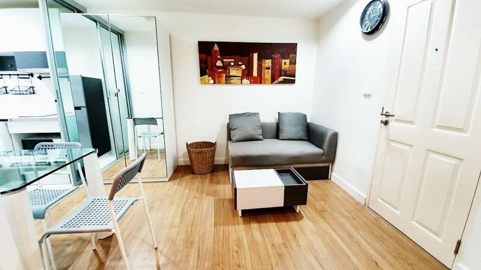 """For RentCondoRatchadapisek, Huaikwang, Suttisan : pretty!! Great value at The Kris Extra 5, beautiful room """"with washing machine"""" near MRT 10,000, fully furnished."""