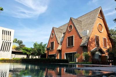 เช่าบ้านพัฒนาการ ศรีนครินทร์ : Luxury holiday home, Srinakarin suburb, Outer Ring Road Kanchanaphisek , So private