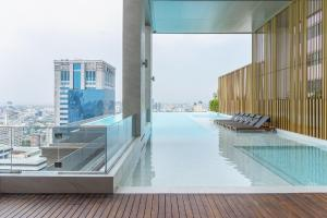 Sale DownCondoSukhumvit, Asoke, Thonglor : Super hot deal 2B size 75.5 (only 21x,xxx/sq m) Super high floor, Great view, Fully fitted, Nice layout Sell 16 MB only
