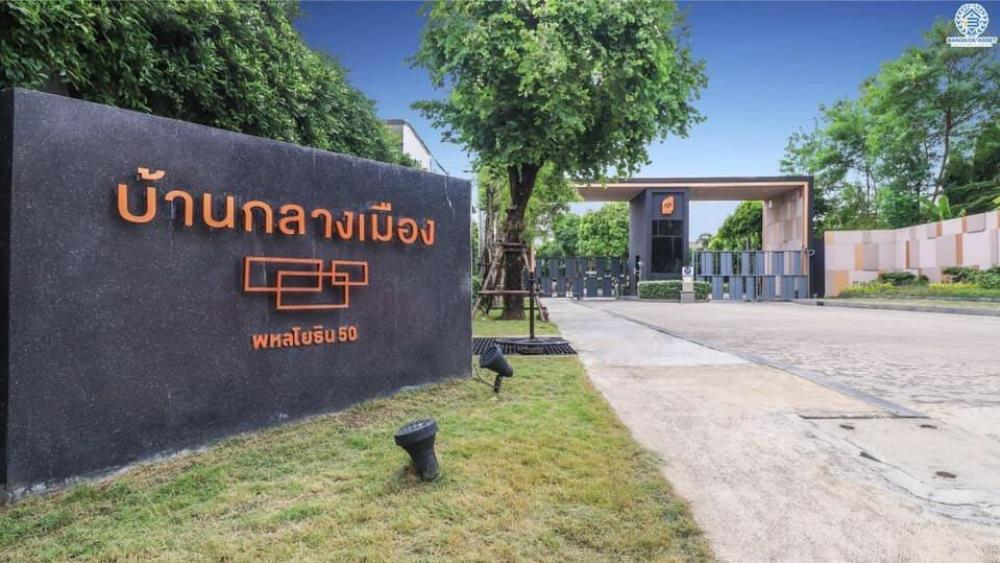 For SaleTownhouseVipawadee, Don Mueang, Lak Si : Cheap sale !! Beautifully decorated house in the city center Ready to move in Near the new bridge, near Ying Charoen market, near Don Muang, next to 50 Phahonyothin BTS.