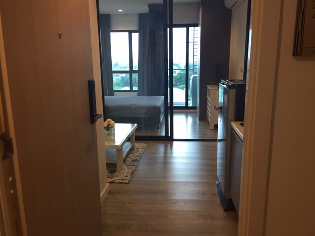 For SaleCondoSamrong, Samut Prakan : Knightbridge SRO 26 sqm 8th Floor Fully-furnished riverside condo sell with tenant
