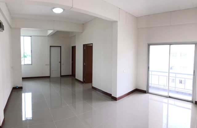 For SaleCondoPattanakan, Srinakarin : Selling 1.3 million baht, very cheap, 2 bedroom condo, 58 sq m, 15 minutes to BTS Udom Suk. and Airport Link Thap Chang