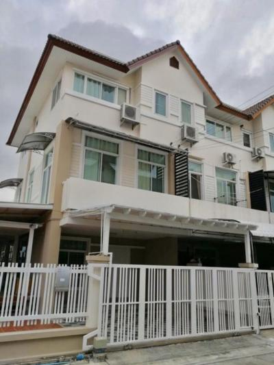 For SaleTownhouseLadprao 48, Chokchai 4, Ladprao 71 : Quick sale 3-storey townhouse in Simmantra Village, Ladprao 71, area 40.8 square wah, behind the corner, 3 bedrooms, 4 bathrooms, 1 living room, 1 kitchen, 3 air conditioners