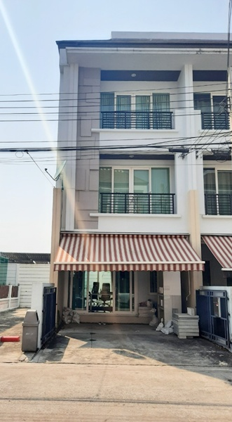For RentTownhouseYothinpattana,CDC : House for Rent Baan Klang Muang S-Sense Rama 9 Ladprao bangkok / 3 beds 3 baths ** 28,500 Fully Fernished