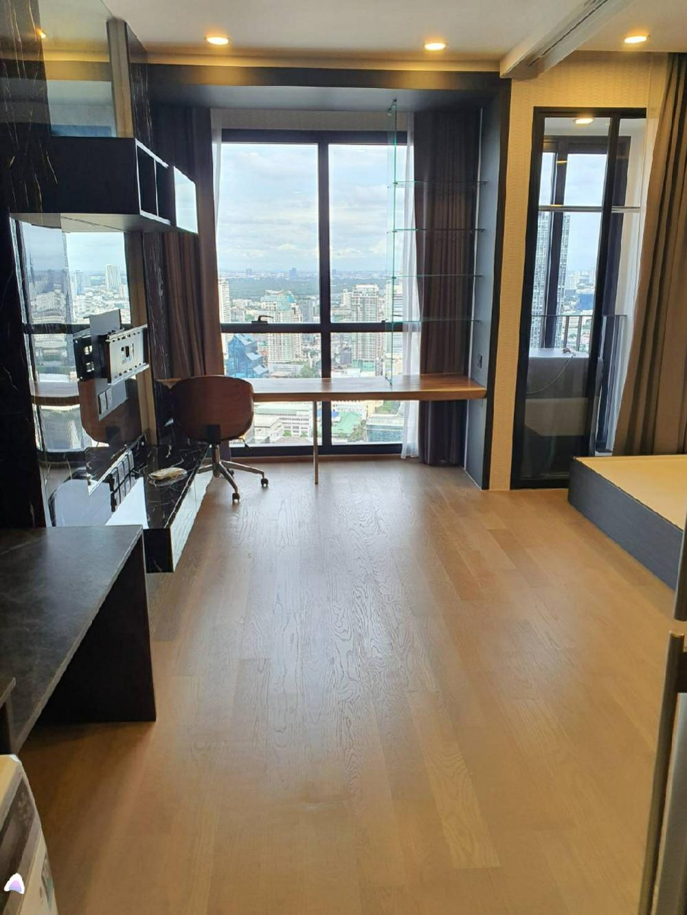 For SaleCondoSiam Paragon ,Chulalongkorn,Samyan : Want to sell covid. Ashton Chula Silom, 1 bedroom, beautiful view, east / south, fully furnished + electric appliances. The most beautiful in the building. 0626562896 Ray