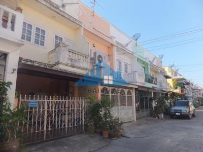 For SaleTownhouseLadprao101, Happy Land, The Mall Bang Kapi : Town House 2 Floor 16 Trw. Village Wang Thong House Completely renovated, beautiful and ready to move in. The project is on the main road, Nawamin 57. Price negotiable.