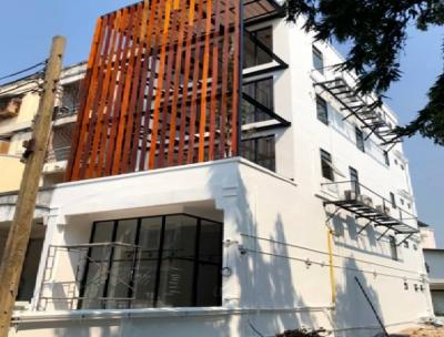 For RentHome OfficeOnnut, Udomsuk : Office for rent, 4.5 floors. New renovated building, 10 air-conditioned buildings, Sukhumvit 62 near the expressway. Good location, easy to travel in all directions.
