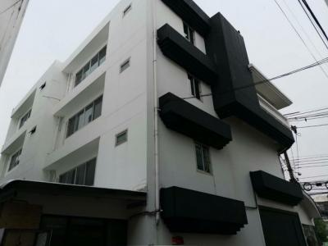 For RentShophouseWitthayu,Ploenchit  ,Langsuan : For rent, 2 Commercial buildings, 3 floors, Soi Ruamrudee, near Suan Lum MRT Lumpini, BTS Ploenchit.