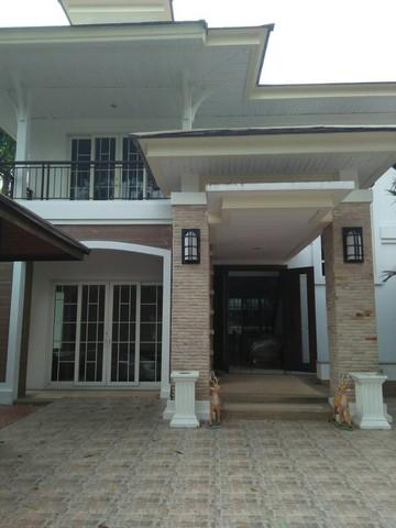 For RentHousePattanakan, Srinakarin : House for rent near MRT Lak Song, The Emperor Village, Kanchanaphisek - Bang Khae.