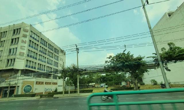 เช่าที่ดินพระราม 9 เพชรบุรีตัดใหม่ : ให้เช่าที่ดินติดถนนเพชรบุรีตัดใหม่ เนื้อที่ 405 ตารางวา สามารถเช่าระยะยาวได้