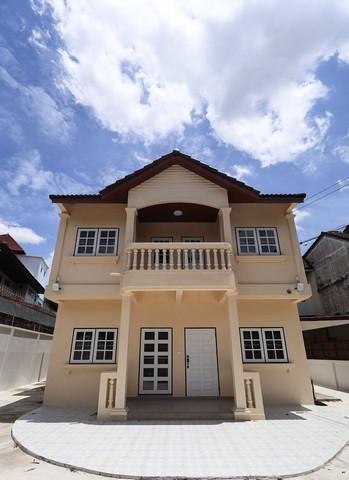 For RentHouseRamkhamhaeng, Hua Mak : House for rent 2 Floor of Ramkhamhaeng area, near SAT, near the Mall Bangkapi The house is very new condition.