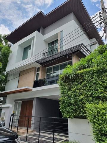 เช่าบ้านพัฒนาการ ศรีนครินทร์ : RH269ให้เช่าบ้านเดี่ยว modern 3 ชั้น หมู่บ้าน Nivana Beyond lite ใกล้ Airport link บ้านทับช้าง