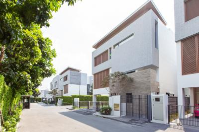 For SaleHouseRama9, RCA, Petchaburi : 3-storey detached house for sale in the middle of Ratchada, Parc Priva Village, Rama 9