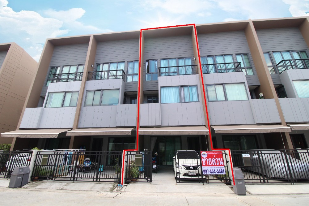 For SaleTownhouseRathburana, Suksawat : Townhome for sale, Baan Klang Muang, Sathorn, Suksawat, 18.1 sq.wa. House decorated with good location, clear front of the house, very cheap price.