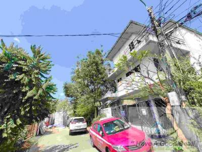 For SaleHouseRatchadapisek, Huaikwang, Suttisan : 3-Storey Single House, 50 sq.wah, Soi Pracharat Bamphen 35