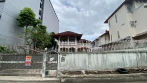 For SaleHouseRatchadapisek, Huaikwang, Suttisan : House for sale, 143 sq.wa., only 5 minutes to MRT Sutthisan, 2 storeys, 4 bedrooms, 4 bathrooms