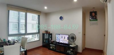 For SaleCondoThaphra, Wutthakat : The Parkland Ratchada-Thapra (corner room, 2 bedrooms, 2 bathrooms, 74 sqm., Pool view, private parking) near BTS Talat Phlu and The Mall Thapra.