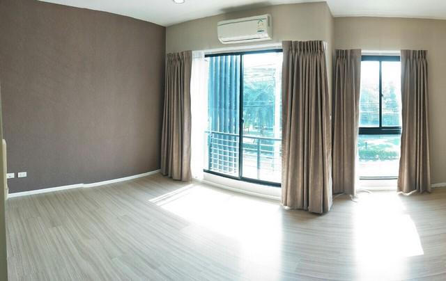 For RentTownhouseRamkhamhaeng, Hua Mak : KH082 3-storey townhome for rent, Baan Klang Muang, Rama 9, Ramkhamhaeng, 20 sq m, 3 bedrooms, 3 bathrooms.