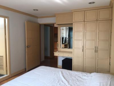 For RentCondoWitthayu,Ploenchit  ,Langsuan : Pet Friendly @BTS Ploenchit (2 Beds 87 Sqm) 25,000 THB