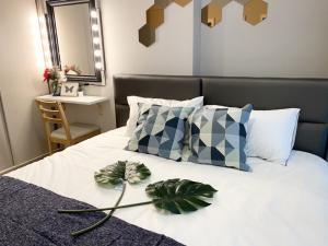 เช่าคอนโดพระราม 9 เพชรบุรีตัดใหม่ : ให้เช่าห้องใหม่ 1 นอน 15,000 บาท