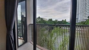 For SaleCondoOnnut, Udomsuk : 🔥 Sell 2 bedroom Kawa Haus with canal view เฟอร์