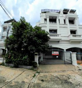 For SaleHousePinklao, Charansanitwong : Twin house for sale, Tharinee Mansion, on Borommaratchachonnani 19 road, Taling Chan, Bangkok Noi, near Siriraj, Central Pinklao, Chao Phraya Hospital
