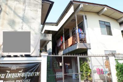 For SaleShophouseChiang Mai, Chiang Rai : Commercial building in the city of Chiang Mai One of the best locations in the old town.