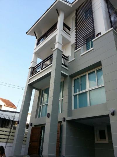 เช่าบ้านสุขุมวิท อโศก ทองหล่อ : RH290 ให้เช่าหรือขาย บ้าน 3 ชั้นเล่นระดับ ใกล้โรงเรียนนานาชาติ เอกมัย 12 ปรีดีพนมยงค์ 31