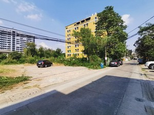For SaleLandSapankwai,Jatujak : P Land for sale 204 Sq. Near Soi Ratchada 32. Only 950 meters from Ratchada Road