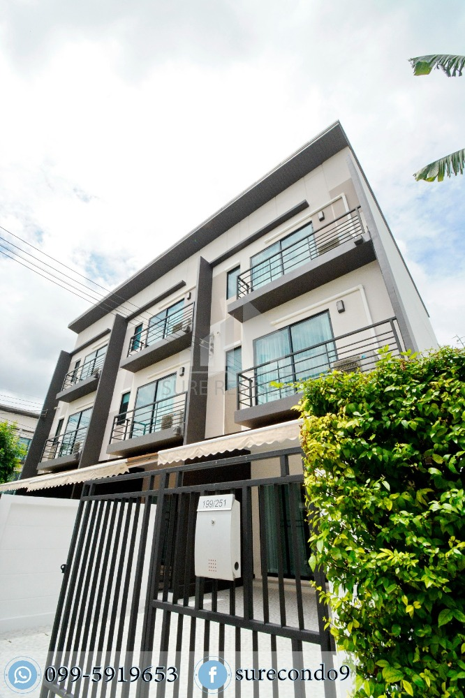 For SaleTownhouseKaset Nawamin,Ladplakao : Free transfer !!! Town home on the corner The most area in the 3-story townhome project in the village center. Kaset-Nawamin 42 strikes watch 099-5919653