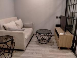 For RentCondoRatchadapisek, Huaikwang, Suttisan : For rent Maestro Ratchada 19 - Vipha 1 Bed 1 Bath 30 sqm.