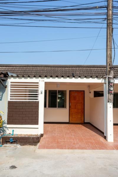 For SaleHouseChiang Mai, Chiang Rai : Sale rent twin house 1 story 20 sq.w. in Mahidol alley 1 Muaeng Chiang Mai (ALP-C-2003004)